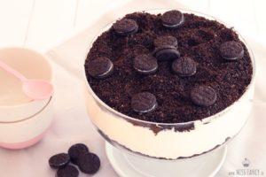 Leckeres Dessert Dirt Cake mit Oreo Keksen