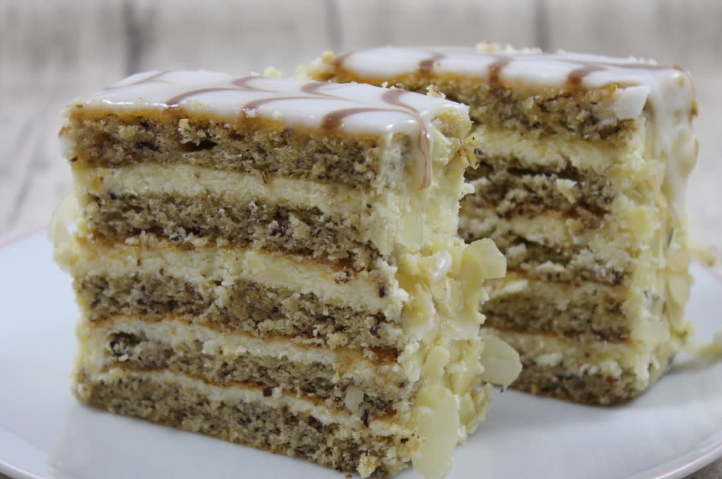 Esterhazy Schnitten aus Haselnussteig mit einer leckeren Vanillecreme