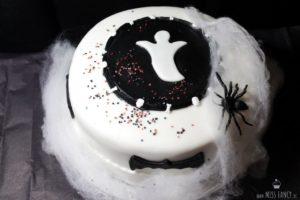 Rezept-Black-Velvet-Halloween-Torte-Missfancy