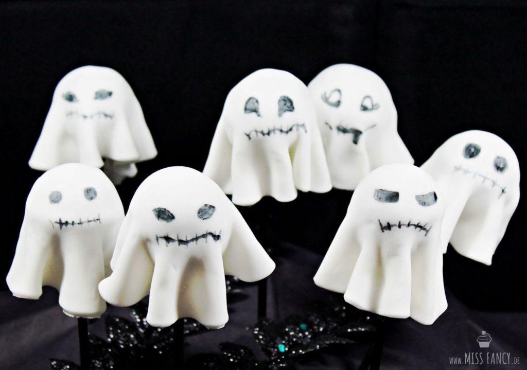 Rezept kleine Geister Cake Pops für Halloween