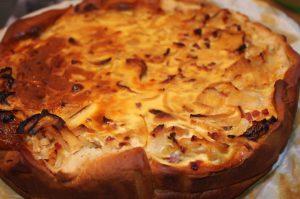 Zwiebelkuchen rund gebacken