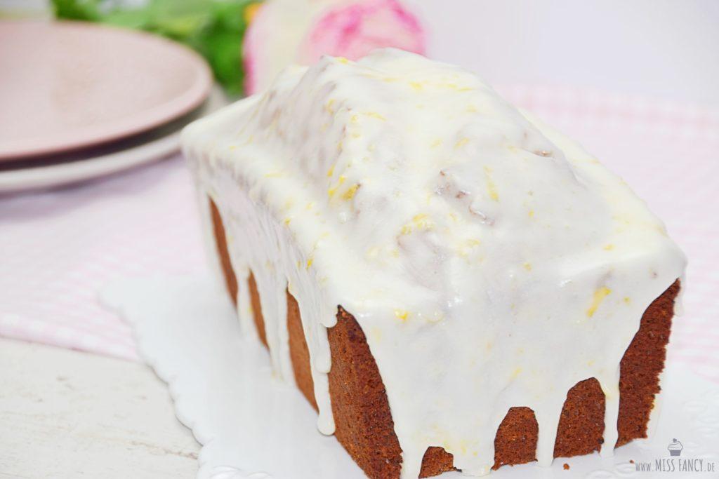 Zitronenkuchen mit Puderzuckerglasur