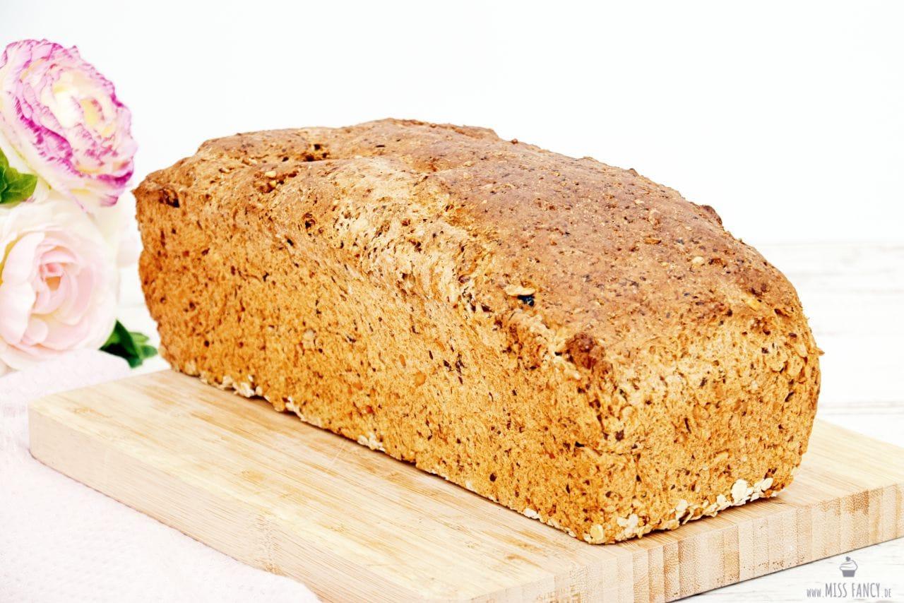 Beitrag-Dinkel-Buttermilch-Brot-Rezept-min