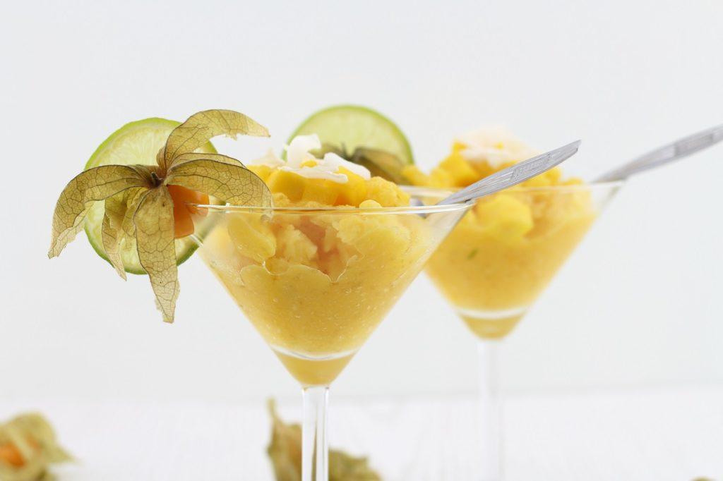 Mango-Kokos-Granité als fruchtige Erfrischung im Sommer - Rezept für veganes Granita mit Mango und Kokos
