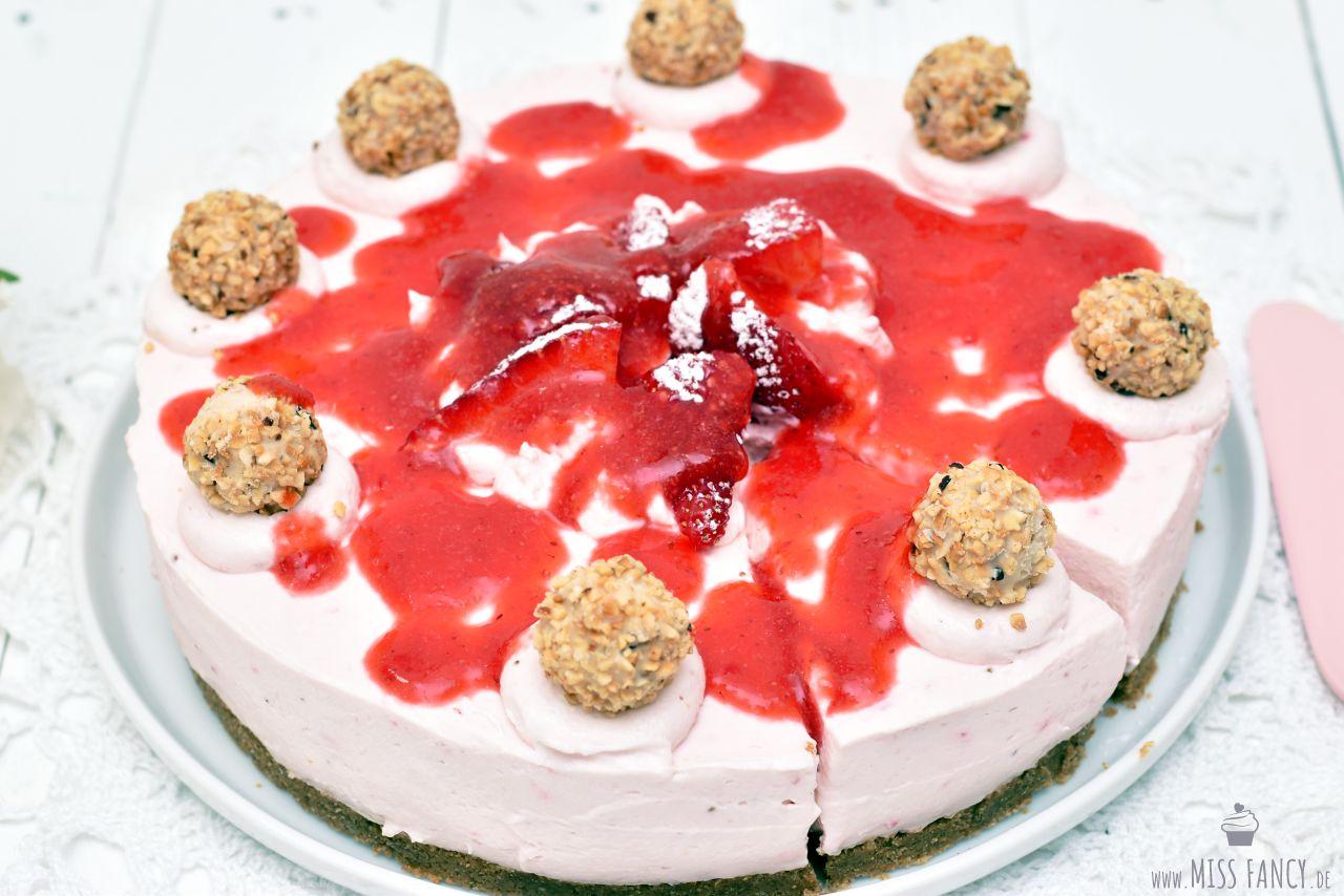 Rezept-leckere-Erdbeertorte-no-bake-Torte