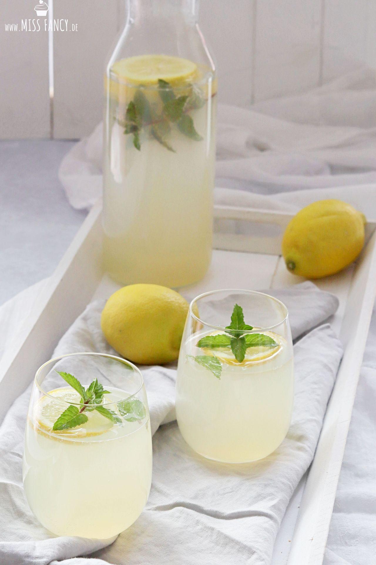 Sommergetränk Holunder-Zitronenlimonade
