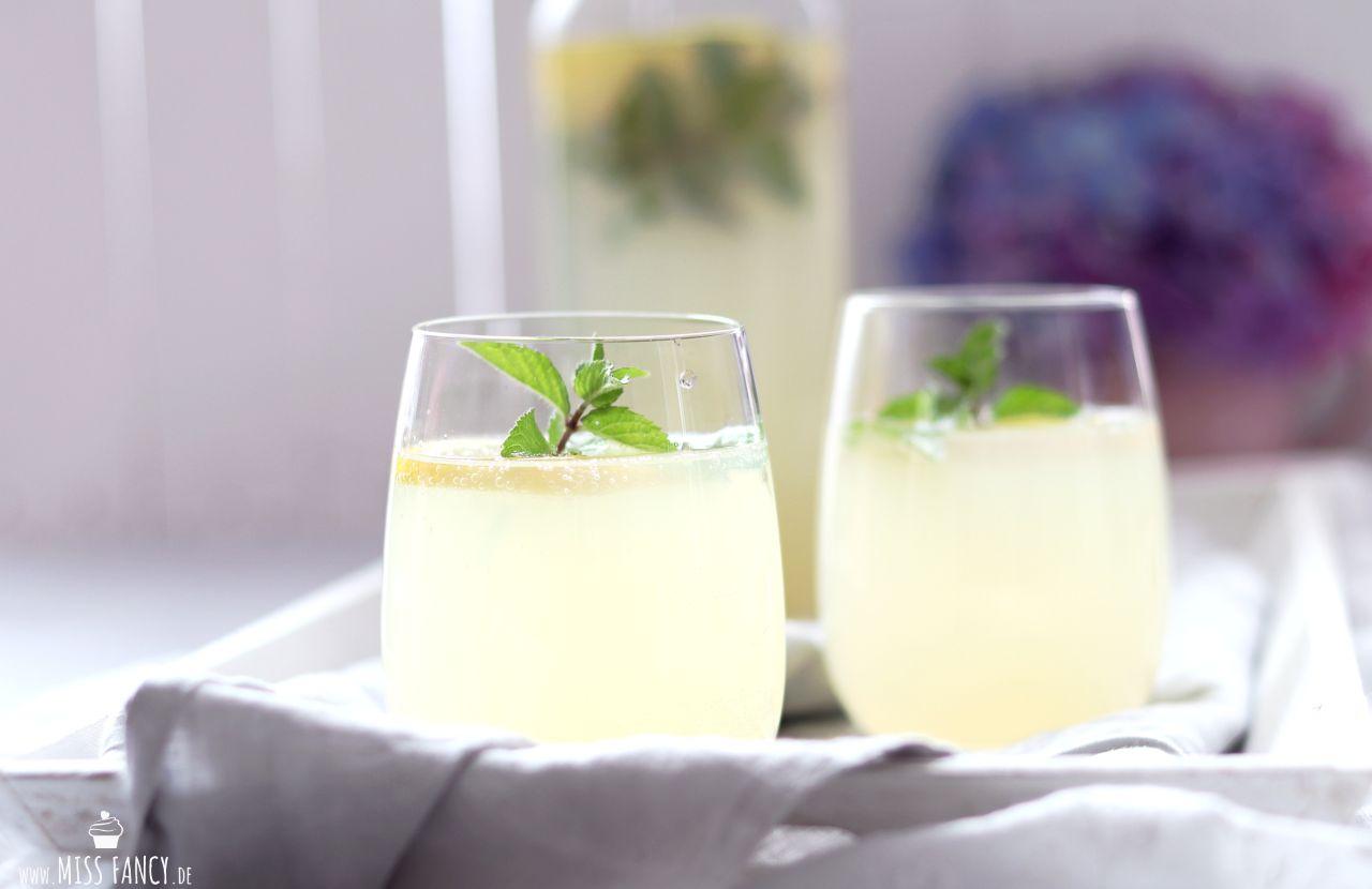 Leckere Holunder-Zitronenlimonade für den Sommer